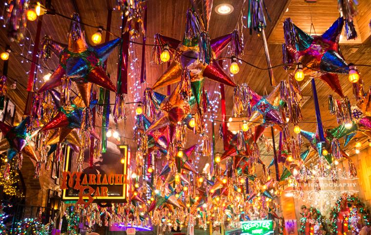 Siempre recuerdo con cariño mi niñez en México; y en estas fechas me acuerdo especialmente de las Posadas. Las Posadas son fiestas que se celebran durante los nueve días anteriores a la Navidad. ¡Qué divertido era romper las piñatas!